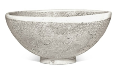 A LARGE MARBLED BOWL 10TH CENTURY