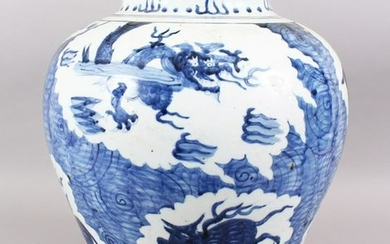 A LARGE CHINESE BLUE & WHITE PORCELAIN VASE, the body