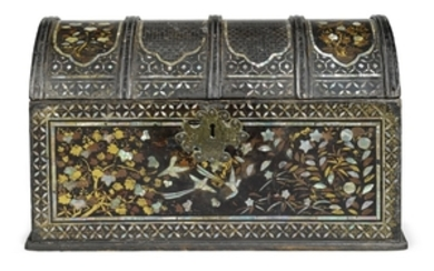 A LACQUER CHEST MOMOYAMA PERIOD, LATE 16TH CENTURY