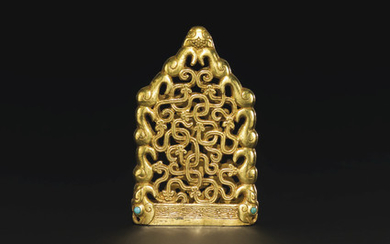 A SUPERB AND EXTREMELY RARE TURQUOISE-INLAID GOLD OPENWORK CHAPE, NORTHWEST CHINA, LATE 6TH-EARLY 5TH CENTURY BC