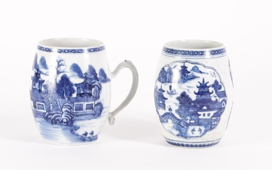 Two Chinese Export Porcelain Blue and White Barrel Form Mugs, 18th Century FR3SHLM