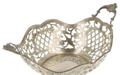 Bonbon basket openwork with soldered pearl edges and on 4 claw feet silver.