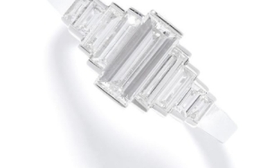 1.05 CARAT DIAMOND RING in 18ct white gold, set with