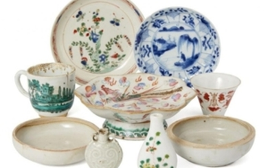 A collection of Chinese porcelain, Ming -...