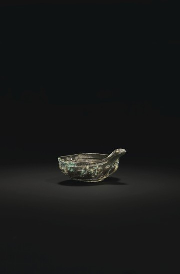 A FINE AND RARE SMALL SILVER BOWL, LATE WARRING STATES PERIOD, 3RD-2ND CENTURY BC