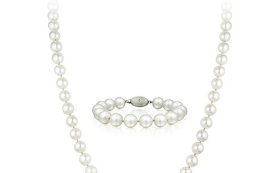 A Very Fine Cultured Pearl Necklace and Bracelet Set