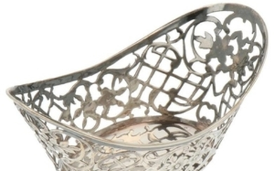Bonbon basket with ajour openwork and engraved silver accents.
