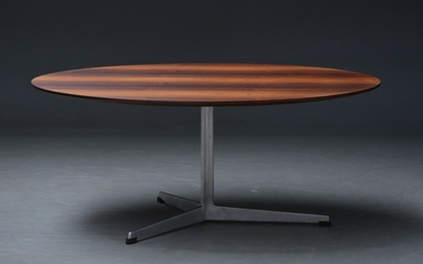 Arne Jacobsen. Round coffee table with top in Brazilian rosewood, 1960s