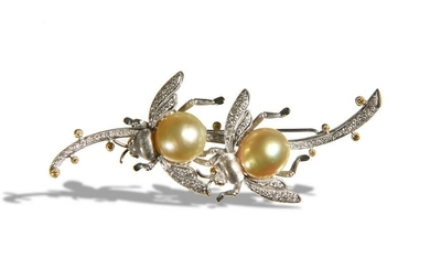 18K White Gold Diamond & Pearl Bee Brooch