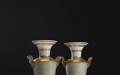 A PAIR OF PARIS GOLD AND CELADON GROUND PORCELAIN VASES, EARLY 19TH CENTURY