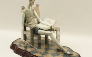 LLADRO PORCELAIN FIGURE OF A SEATED DON QUIXOTE