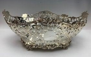 A LARGE VICTORIAN RETICULATED STERLING SILVER CENTERPIE