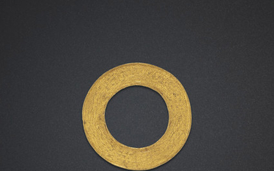 A CIRCULAR GOLD ORNAMENT, WARRING STATES PERIOD (475-221 BC)