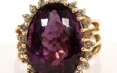18KT YELLOW GOLD DIAMOND AND AMETHYST RING