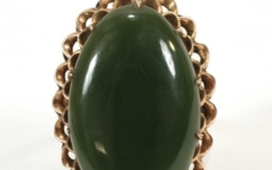 18KT YELLOW GOLD AND JADE RING 1 1