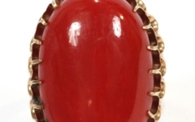 18KT YELLOW GOLD AND RED CORAL RING 1 16 1