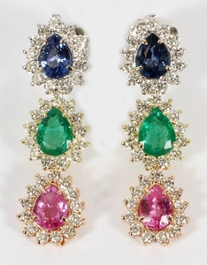 3.04CT BLUE SAPPHIRE 3.16 CT EMERALD 2.92CT PINK SAPPHIRE 4.12CT DIAMONDS VS2 18KT WHITE YELLOW GOLD TIER DANGLE EARRINGS 0.5 1.75 TW 15.9 GR