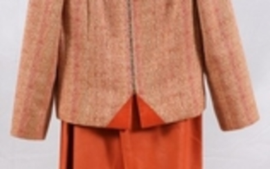 CHANEL WOOL LAMBSKIN AND SILK LINED PANT SUIT PCS. SIZE EUROPE 38 71 AMER.
