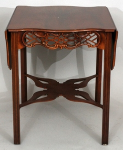 BAKER CHIPPENDALE STYLE MAHOGANY DROP LEAF END TABLE 28 24 CLOSED 42 OPEN 25