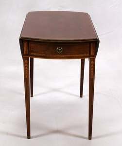 HEPPLEWHITE STYLE MAHOGANY DROP LEAF TABLE EARLY 20TH CENTURY 28 38 30
