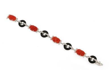 A coral, onyx and diamond bracelet set with numerous carved corals, polished onyxs and brilliant-cut diamonds, mounted in 14k white gold. L. 17.5 cm.