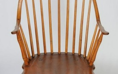Continuous Arm Bow Back Windsor Chair
