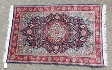 A GOOD PERSIAN SAROUK WOOL RUG with a large central