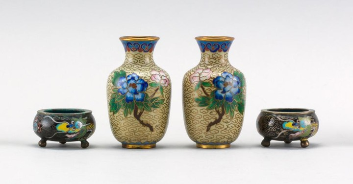 FOUR PIECES OF MINIATURE CHINESE CLOISONNÉ ENAMEL A pair of baluster-form vases with blue peonies on a yellow cloud-filled ground, h...