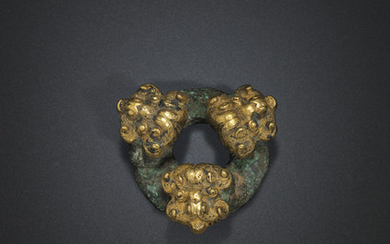 A BRONZE AND GOLD HARNESS FITTING, SPRING AND AUTUMN PERIOD, LATE 6TH-EARLY 5TH CENTURY BC