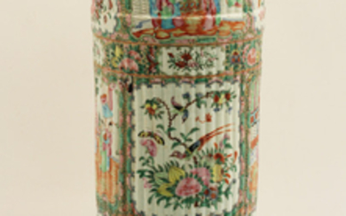 CHINESE ROSE MEDALLION PORCELAIN UMBRELLA STAND