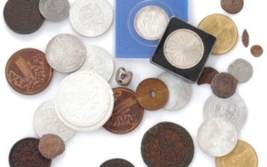 1907/5322: Small lot coins from Denmark, England, Russia, Sweden, Thailand and Germany as well as a few medals