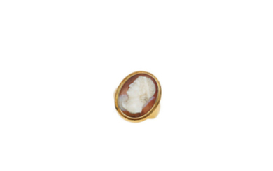 A hardstone cameo ring,