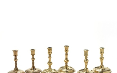 Three pairs of brass candlesticks, including two pairs of Næstved candlesticks. In addition two baroque sticks, these c. 1680. H. 14–24 cm. (6).