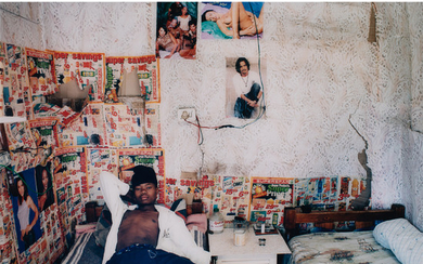 Zwelethu Mthethwa (né en 1960, Afrique du Sud) Untitled from Interior Series n°16, 2003-2006