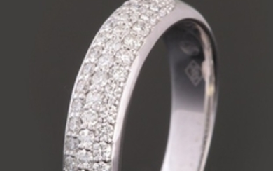 Ring in 14kt set with brilliant cut diamonds 0.40ct
