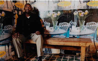 Zwelethu Mthethwa (né en 1960, Afrique du Sud) Untitled from Interior Series, 2001