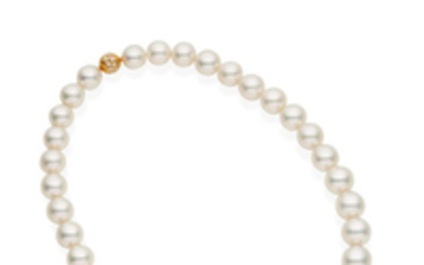 An impressive cultured pearl necklace,