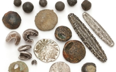 """1907/5327: Primitive means of payment from Lao, North-Siam and Borneo, incl. flower money (3), tok-money (5), saddel """"pack"""" coins (4), tiger tungs (2), etc."""