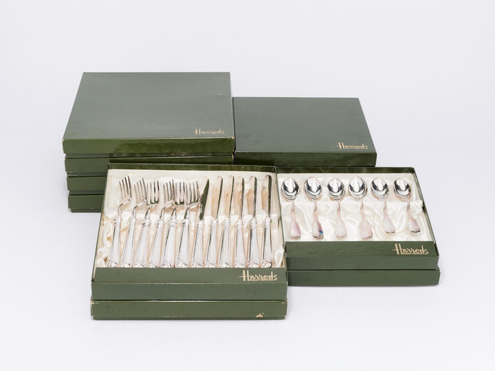 TWELVE BOXED SETS OF 'FAIRFAX' CRESTED HARRODS SHEFFIELD SILVER PLATE FLATWARE