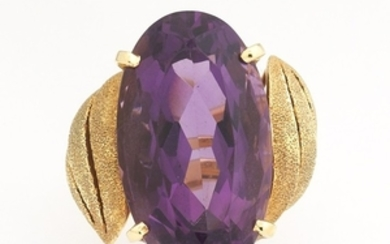 Ladies' Amethyst and Gold Ring