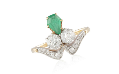 AN EARLY 20TH CENTURY EMERALD...