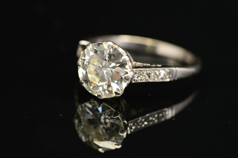AN EARLY TO MID 20TH CENTURY LARGE DIAMOND SINGLE STONE RING...