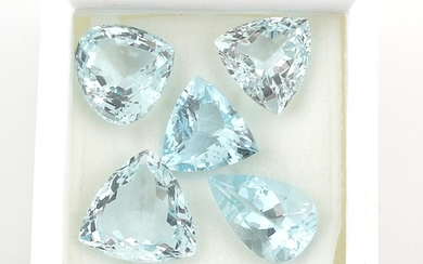 Lot lose Aquamarine zus. 30,87 ct