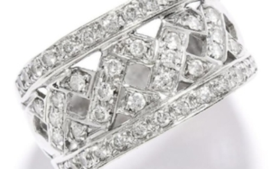 DIAMOND DRESS RING in white gold, set with round cut