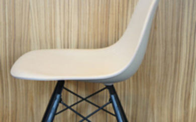 "Charles Eames, Ray Eames - Eames Office, Herman Miller - Chair - Molded Wood ""White Ash"" DSW"