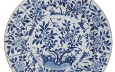 A Chinese export porcelain charger, 18th century,...