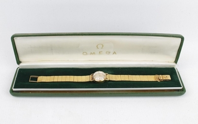Ladies Omega 18ct Gold wristwatch with Baton Dial in green l...