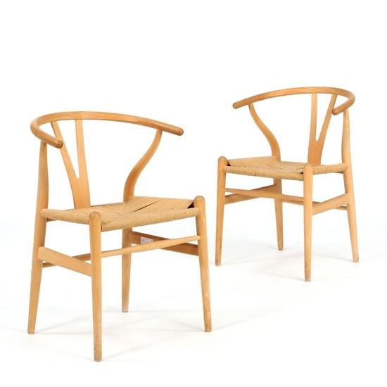"Hans J. Wegner: ""Y-Chair/The Wishbone Chair"". A pair of armchairs with beech frame. Seats stretched with woven papercord. (2)"