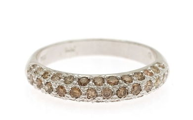 A diamond ring set with numerous brilliant-cut brown diamonds totalling app. 0.91 ct., mounted in 18k white gold. Size 58.
