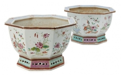 A pair of Chinese export porcelain octagonal...